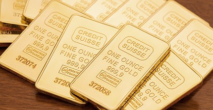 Обзор рынка: Инвесторы в Европе изучают отчеты компаний, сырьевые валюты и золото дешевеют