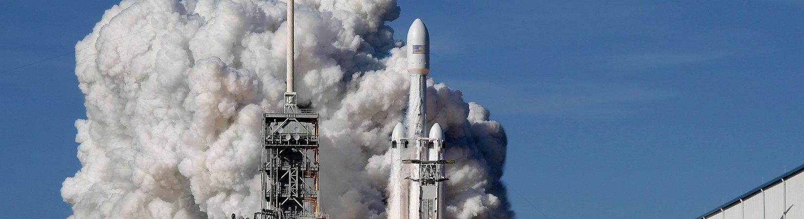 SpaceX успешно запустил Falcon Heavy