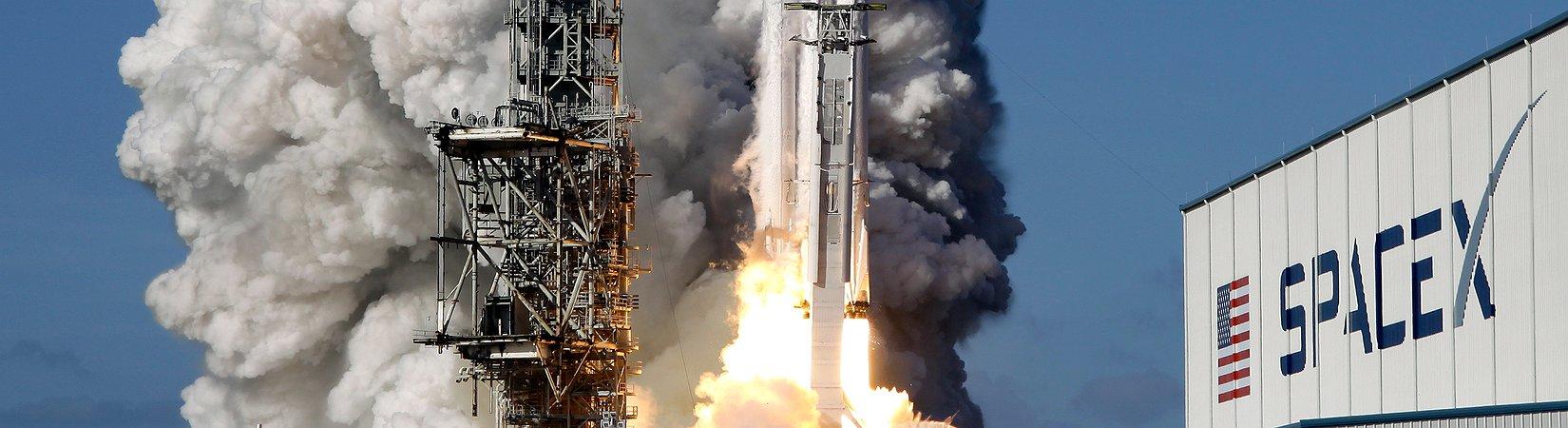 SpaceX bem-sucedida no lançamento do foguetão Falcon Heavy