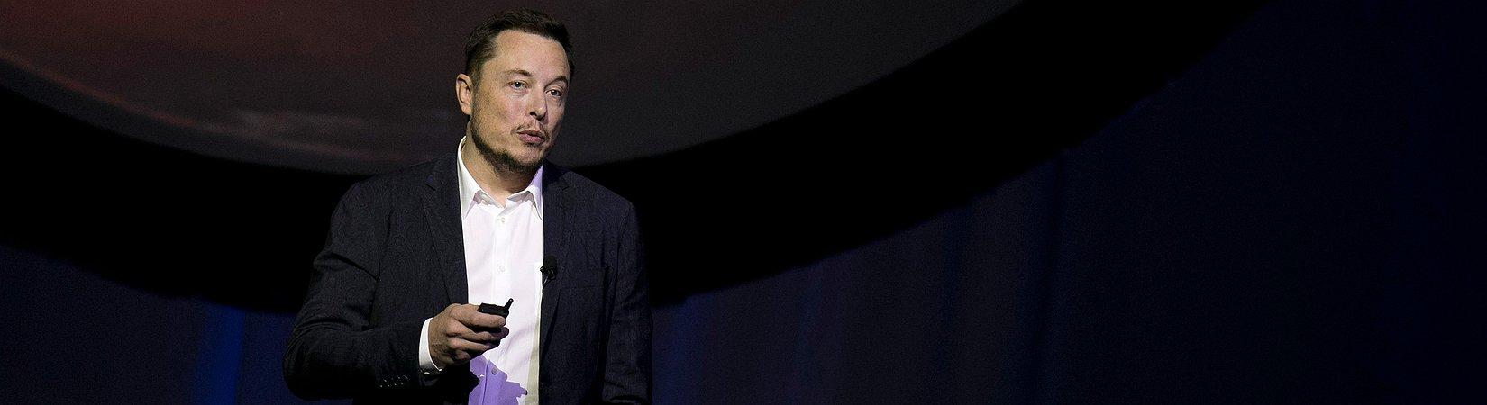 Elon Musk annuncia la presentazione del camion a guida autonoma di Tesla