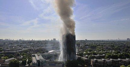 Фото дня: Пожар уничтожил 27-этажный дом в Лондоне