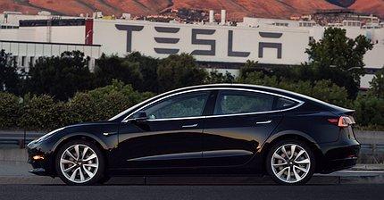 Илон Маск опубликовал фото первой Model 3