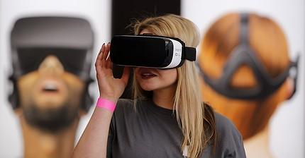 Apple contro Facebook: chi vincerà la guerra dei mondi virtuali?
