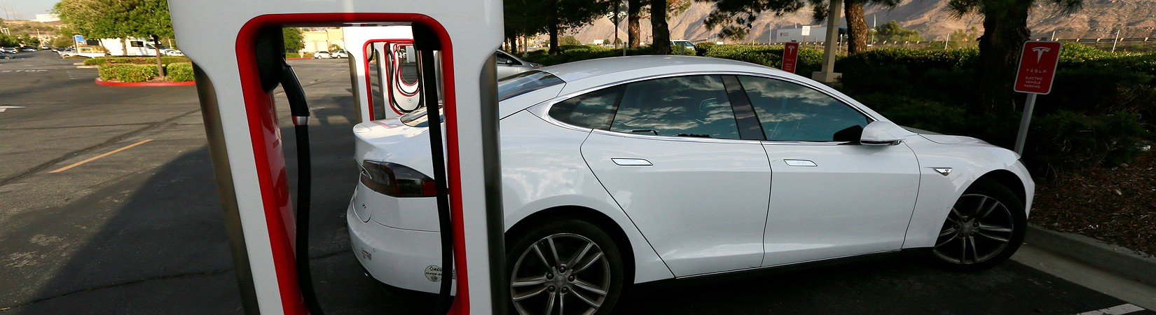 Tesla briefly pipped GM to become the biggest car maker in the US