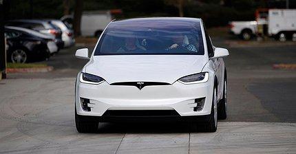 Tesla снизила цены на Model X