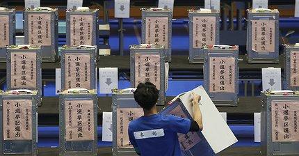 Японские акции выросли после победы партии Абэ на выборах