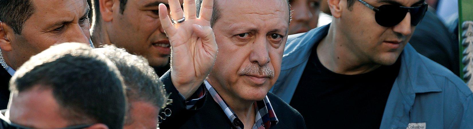 La UE acusa al gobierno turco de represión