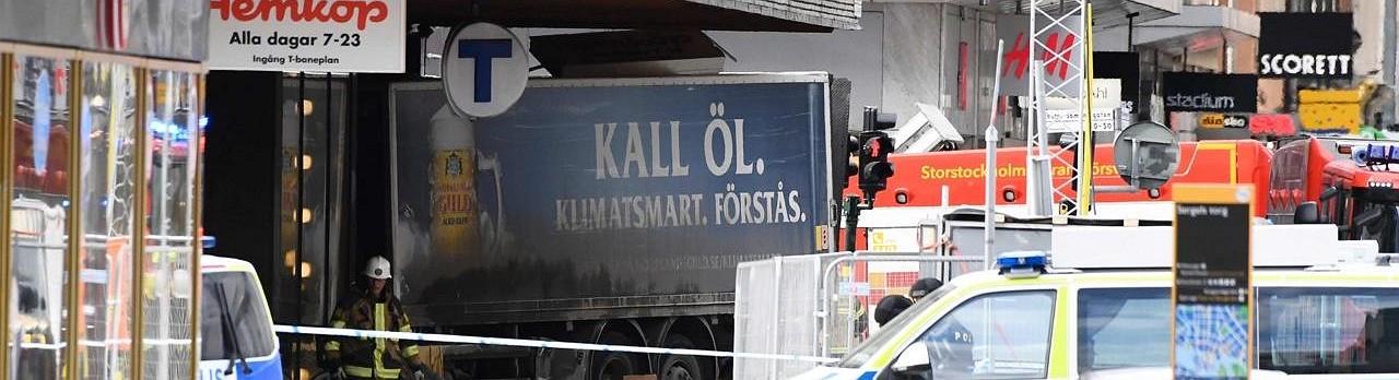 Un camión atropella a una multitud de personas en Estocolmo
