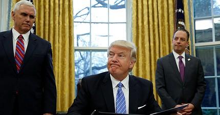 Medidas polémicas durante el primer día de trabajo de Trump