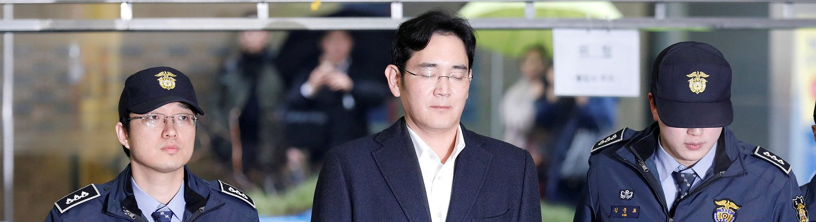 Samsung boss faces court in 'trial of the century'