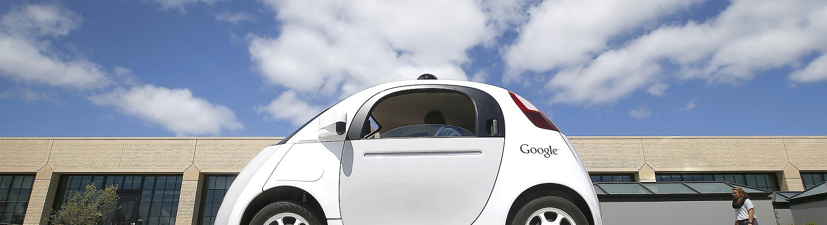 Report: Google will not develop its own self-driving car anymore