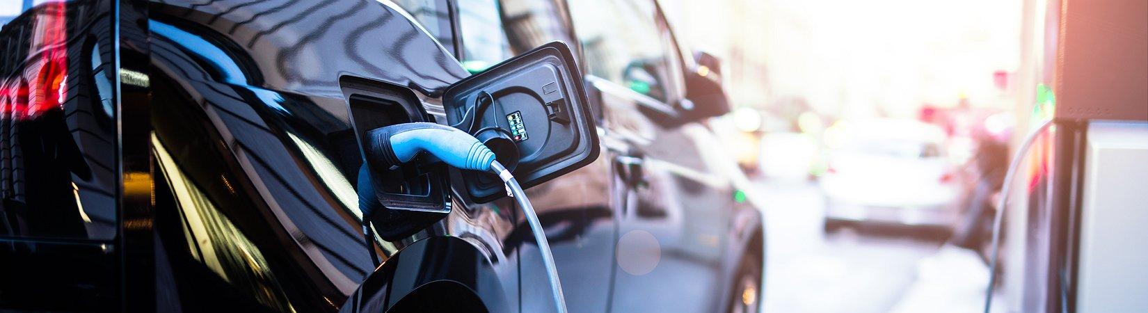 Toyota planeia lançar carro elétrico de longo alcance e carregamento rápido