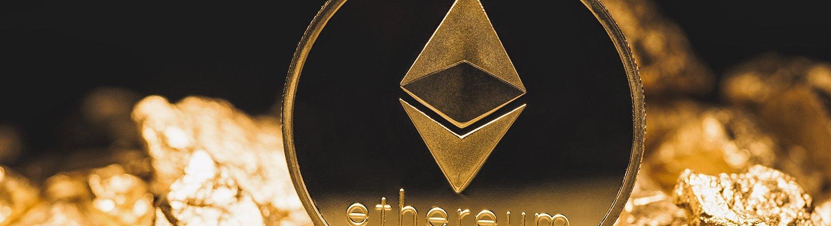 Nuovo record di Ethereum: superati i 900 $