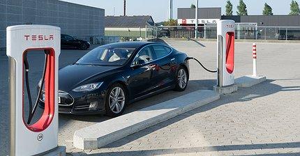 Tesla подарила владельцам Model S и Model X во Флориде дополнительный запас хода