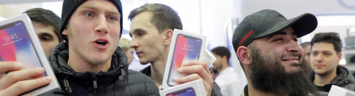 ФОТО: Первый день продаж iPhone X по всему миру