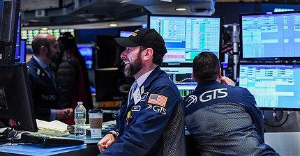 Обзор рынка: Европейские индексы не выбрали направления, рост доллара замедлился