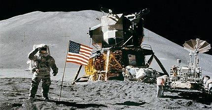 Если Луна никому не принадлежит, можно ли на ней заработать?