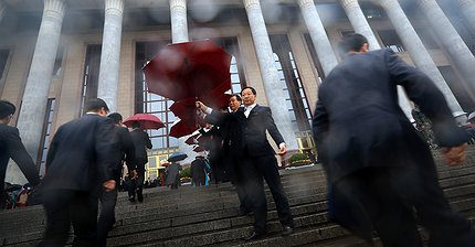 Курс биткоина падает на фоне съезда Коммунистической партии Китая