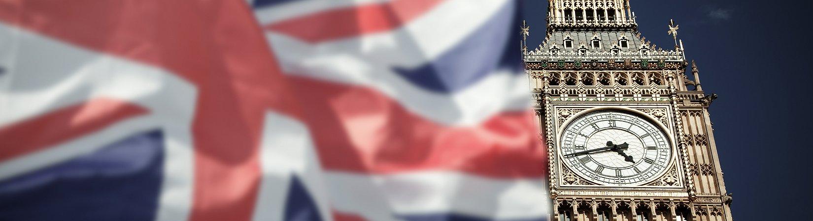 Обзор рынка: Британские индексы выиграли от снижения фунта, облигации дорожают