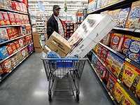 Wal-Mart takes fight to Amazon with discounts for online orders