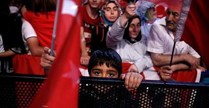 La Bolsa turca cae un 4% por el estado de emergencia declarado en el país