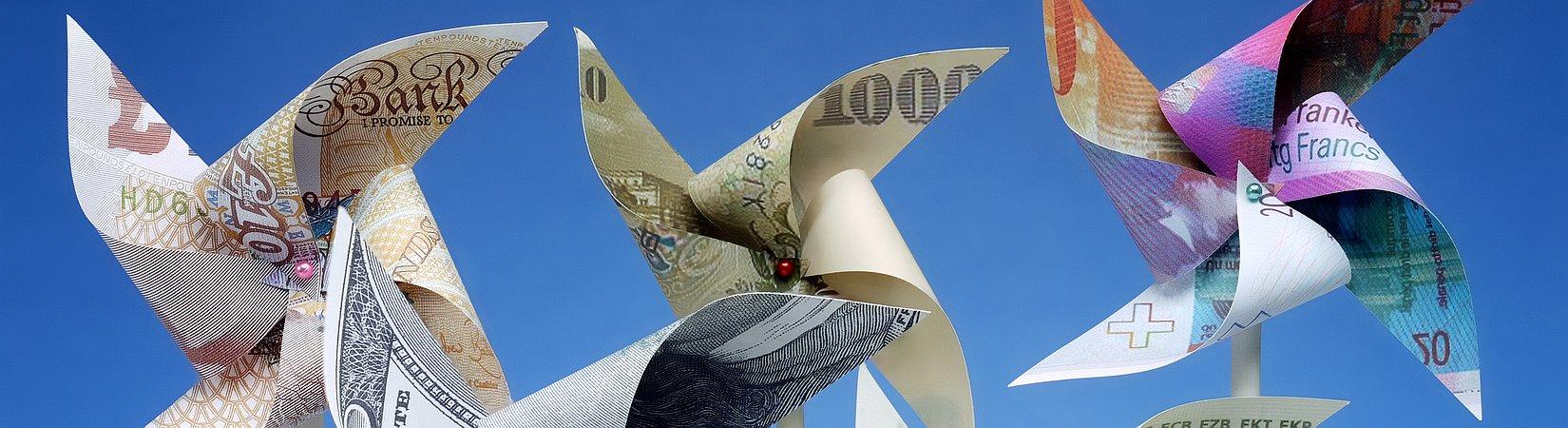 Обзор рынка: Индексы топчутся на месте, евро дорожает, нефть снизилась на 1%