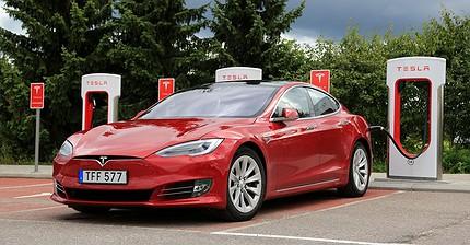 Акции Tesla упали на 3,54% на фоне отзыва 53 тыс. электрокаров