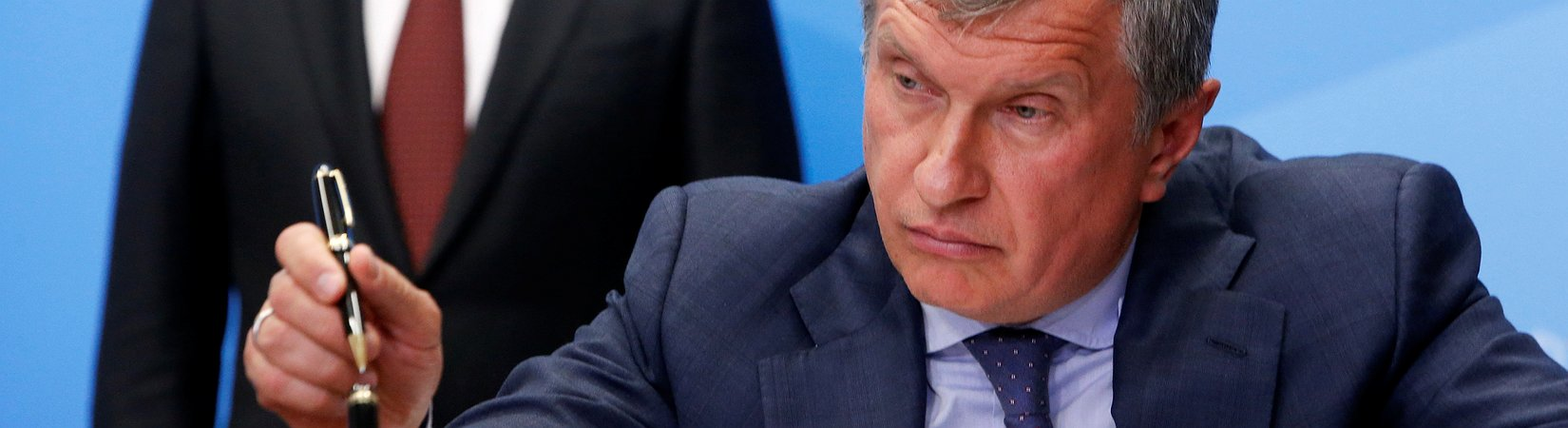 "Rosneft's ""private"" privatization puts cash in Kremlin's pocket"