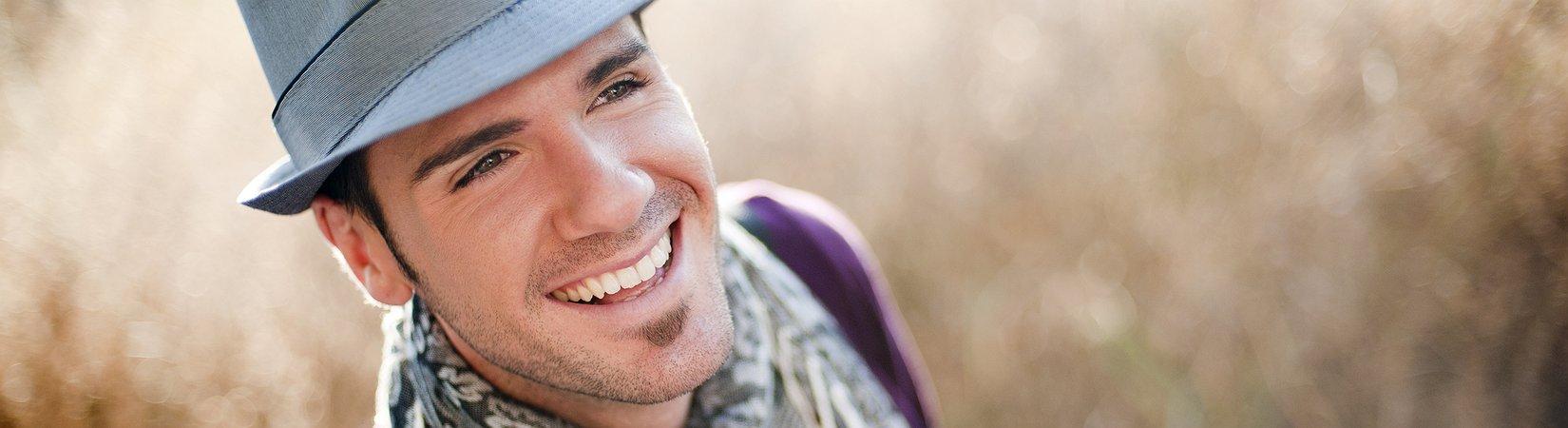 19 cosas que los hombres deberían sacar de su armario y quemar