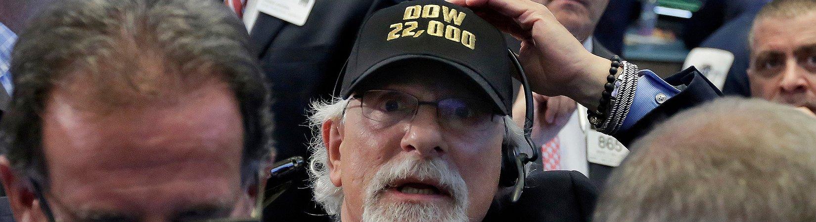 Индекс Dow Jones впервые в истории превысил 22 000 пунктов