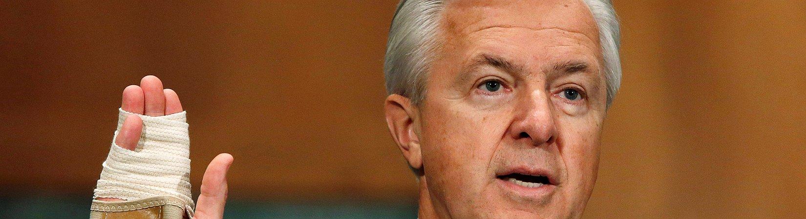El CEO de Wells Fargo renuncia tras el escándalo de las cuentas falsas