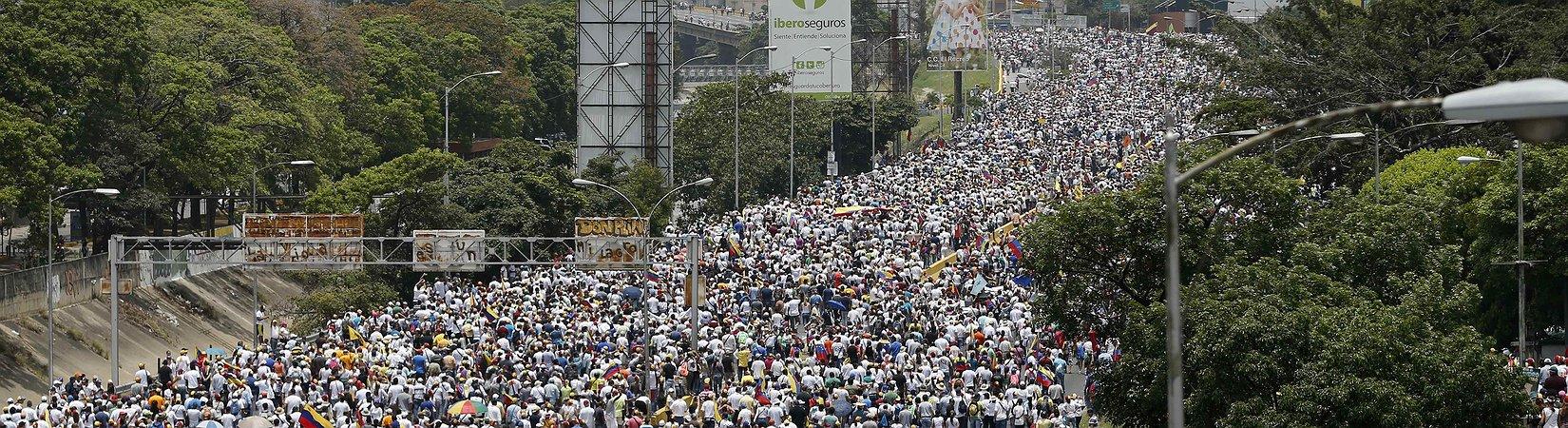 Milhares se reuniram na capital venezuelana para grande protesto