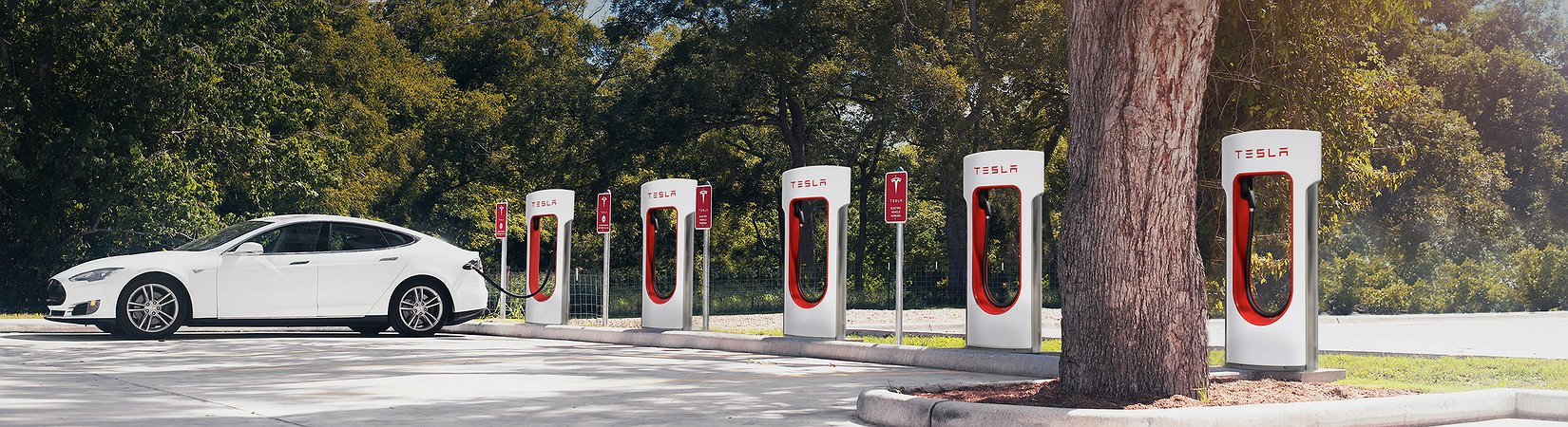 Tesla acaba con las recargas gratuitas de coches