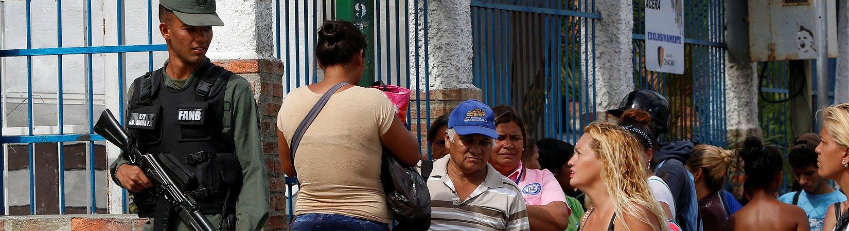 El ejército de Venezuela asume el control del suministro de alimentos