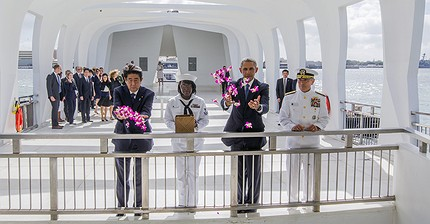 Barack Obama y Shinzo Abe se reúnen en Pearl Harbor