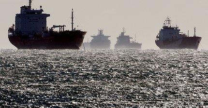 Обзор рынка: Инвесторы осторожны, внимание рынков приковано к нефти, золото подорожало
