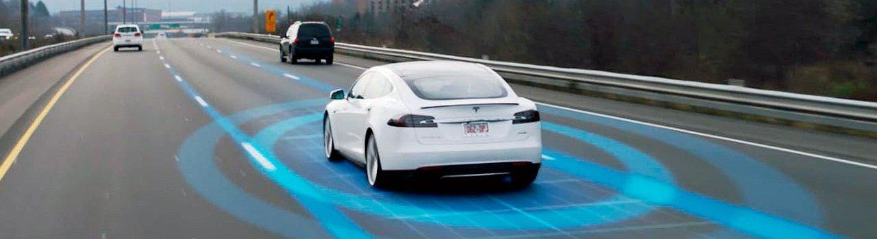 Tesla quiere hacer la conducción más segura