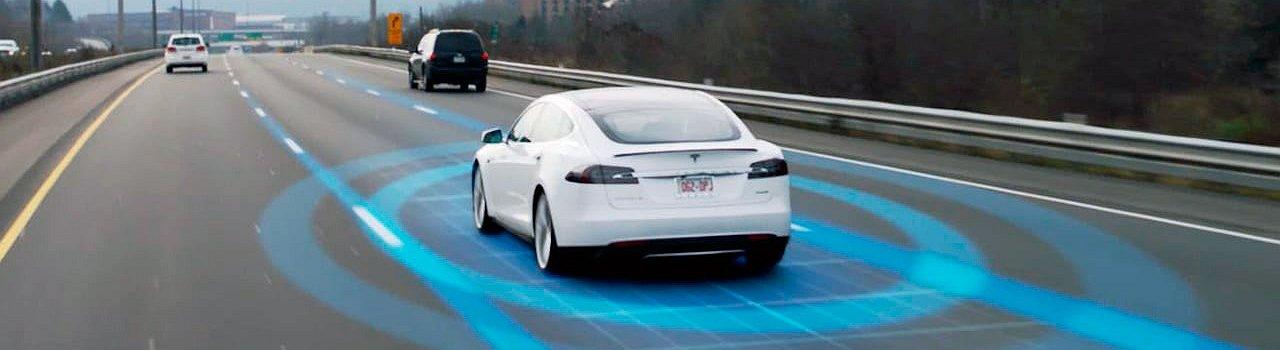 Tesla تجعل حركة السير أكثر أمنا