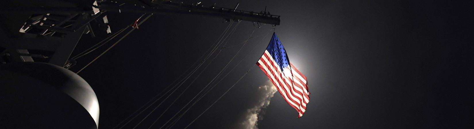 Donald Trump ordenou lançamento de mísseis contra aeródromo sírio