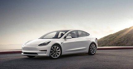 ФОТО: Tesla Model 3 вышла на дорогу