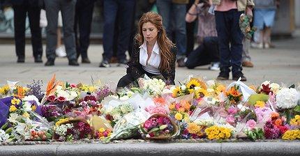 Фото дня: Мир скорбит по жертвам теракта в Лондоне