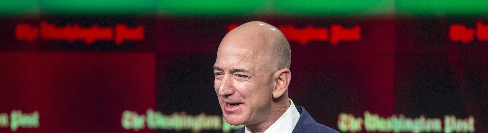 До звания самого богатого человека Джеффу Безосу не хватает $5 млрд