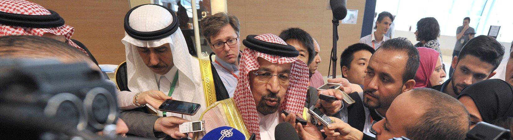 Los países de la OPEP acuerdan recortar la producción de petróleo