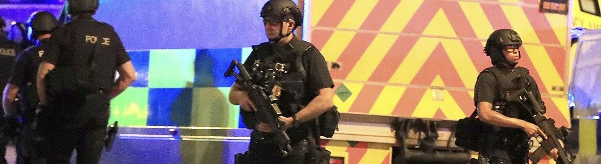 Manchester: ataque bombista matou pelo menos 22 pessoas