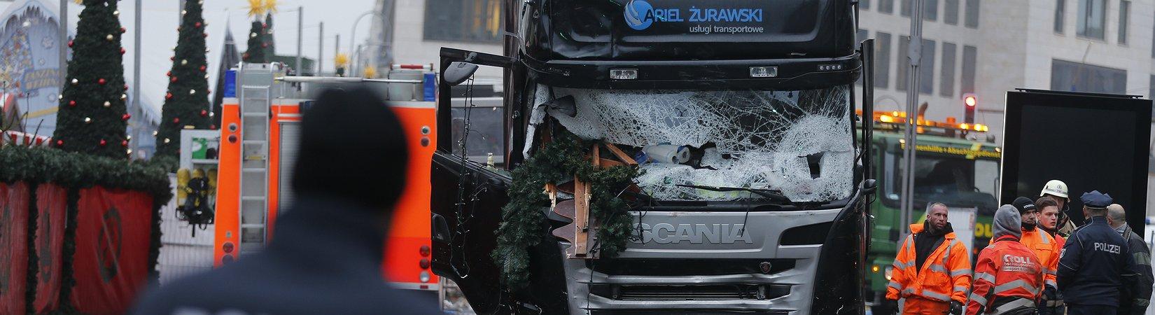 12 Pessoas morreram após investida de camião em mercado de Natal em Berlim