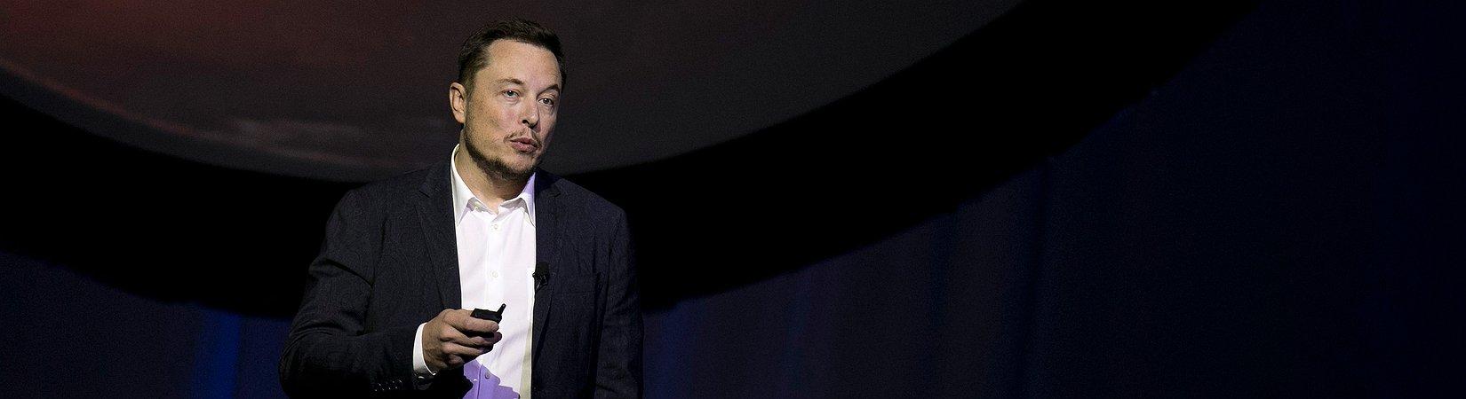 Tesla lanzará su camioneta en octubre