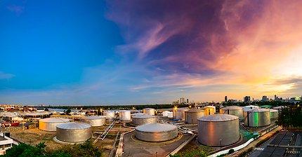 Цены на нефть приблизились к минимумам семи месяцев