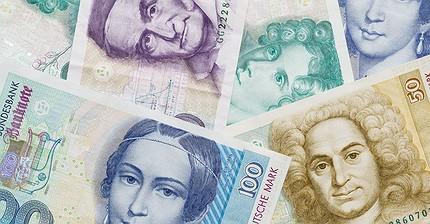 Una fortuna debajo del colchón: los europeos todavía tienen sus ahorros en marcos y francos