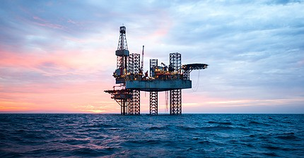 Цены на нефть рухнули к уровням конца 2016 года