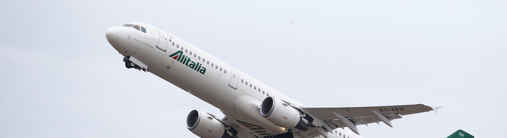 """Calenda: """"Prioritaria la cessione di Alitalia"""""""